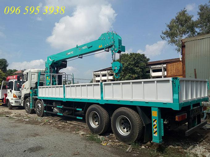 xe tải dongfeng 4 chân gắn cẩu 10 tấn hktc