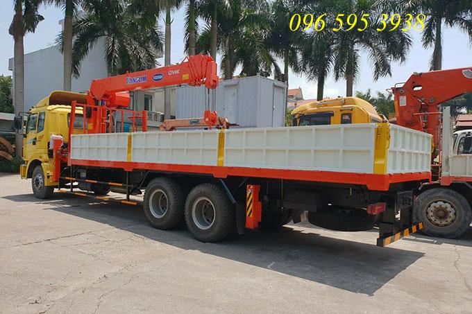 xe tải thaco gắn cẩu 7 tấn kanglim ks2506