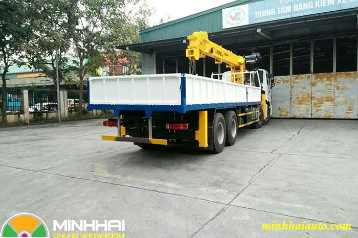 thaco auman 4 chân gắn cẩu soosan 10 tấn