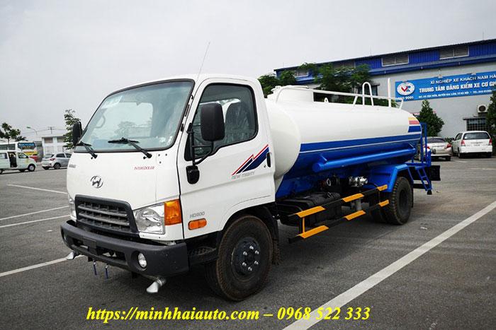 xe phun nước rửa đường hyundai hd800