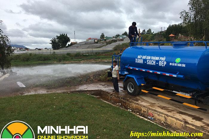 xe phun nước rửa đường thaco ollin 700c