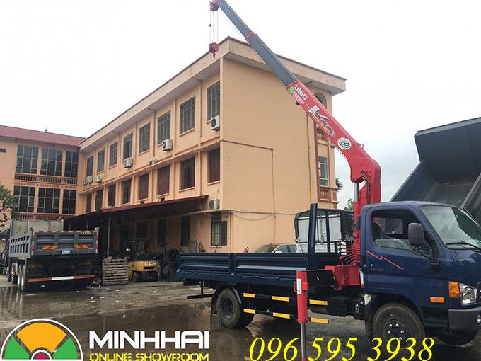 xe tải hyundai hd700 gắn cẩu unic 3 tấn