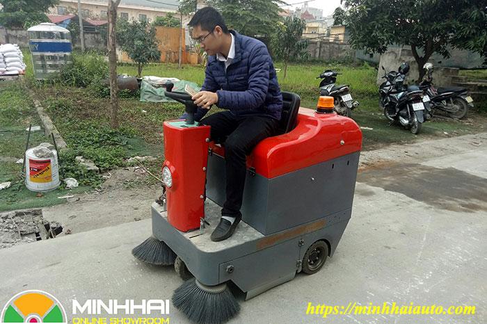 xe quét rác công nghiệp