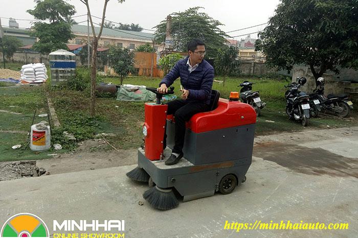 xe quét rác nhà xưởng mini