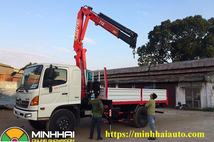 xe tải hino gắn cẩu gập 3,5 tấn ferrari f712