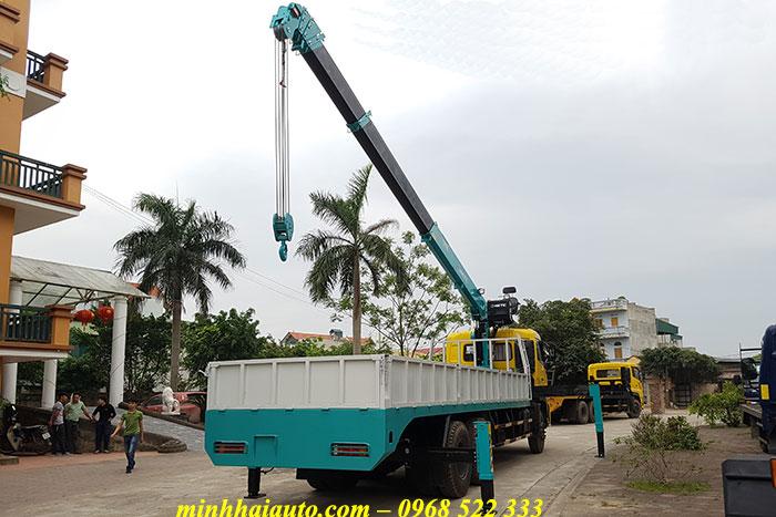 xe tải dongfeng 3 chân gắn cẩu 7 tấn hktc