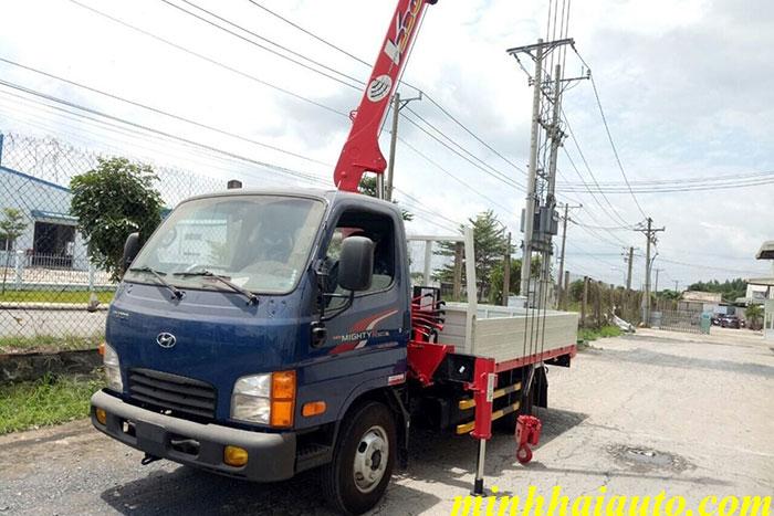 xe tải hyundai n250 gắn cẩu unic 2 tấn